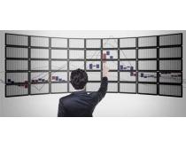商务男士与屏幕上的数据表PSD素材