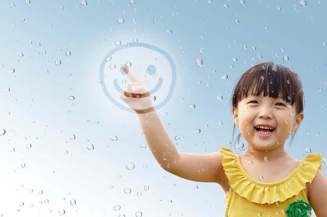 可爱的微笑小女孩psd素材